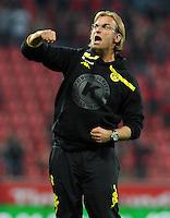 FUSSBALL   1. BUNDESLIGA   SAISON 2011/2012    4. SPIELTAG Bayer 04 Leverkusen - Borussia Dortmund              27.08.2011 Trainer Juergen KLOPP (Dortmund) ist nach dem Abpfiff vor der Dortmunder Fankurve sehr emotional