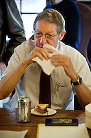 Longtime regular Marshall Michelson eats a hamburger at Louis' Lunch hamburger joint in New Haven, CT, USA, 26 May 2009. Michelson has been a client since about 1969 and eats there 2 to 3 times a week.