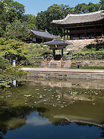 Pavillon Juhamnu am Buyongji-Teich im Secret Garden = Huwon= Biwon des Changdeokgung Palast, Seoul, Südkorea, Asien, UNESCO-Weltkulturerbe<br /> pavilion Juhamnu at Buyongji-pond  in the secret garden of  palace Changdeokgung,  Seoul, South Korea, Asia UNESCO world-heritage
