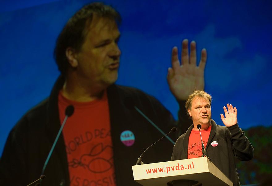 Nederland, Leeuwarden, 27 april 2013<br /> PvdA congres in WTC Leeuwarden.<br /> Toespraak partijvoorzitter Hans Spekman<br /> Foto(c): Michiel Wijnbergh
