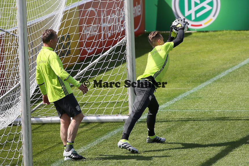 Marc-Andre ter Stegen beim Torwarttraining mit Torwarttrainer Andreas Köpke - Training der Deutschen Nationalmannschaft zur EM Vorbereitung in Ascona, Schweiz