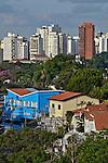 Casas e predios de apartamentos no bairro Pacaembu. Sao Paulo. 2016. Foto de Juca Martins.