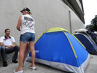 ATENÇÃO EDITOR: FOTO EMBARGADA PARA VEÍCULOS INTERNACIONAIS. - SÃO PAULO - SP -  03 DE DEZEMBRO 2012. SHOW MADONNA, movimentação no Estádio do Morumbi, nesta tarde de segunda(03), ainda é pequena, mas a montagem do palco vai virar a noite conforme organização. FOTO: MAURICIO CAMARGO / BRAZIL PHOTO PRESS.