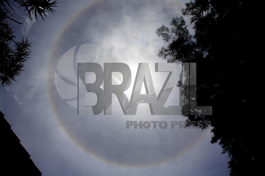 Rio de Janeiro, RJ, 19 DE FEVEREIRO DE 2012-  FENÔMENO RARO: Arco-íris ao redor do sol. Foto: Isabela Catão / Brazil Photo Press.