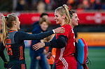 UTRECHT - keeper Alexandra Heerbaart (Ned) speelde haar eerste interland tijdens  de Pro League hockeywedstrijd wedstrijd , Nederland-China (6-0) .  links Kyra Fortuin (Ned) COPYRIGHT  KOEN SUYK