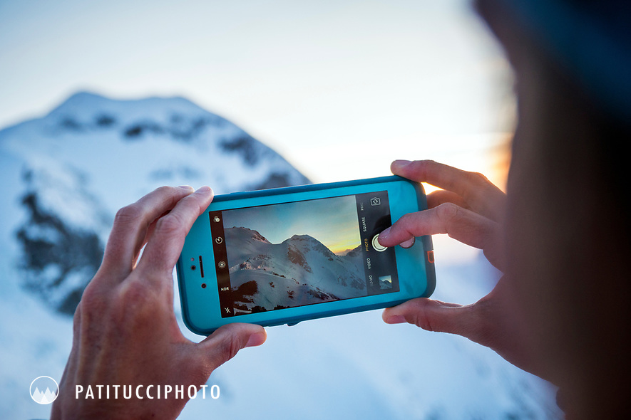 Making a photo with an iPhone of the mountains
