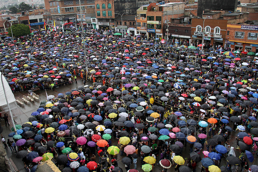 BOGOTA -COLOMBIA. 29-MARZO-2015. Celebracion del Domingo de Ramos en la Parroquia del barrio 20 de Julio en le suroriente de la capital. / Palm Sunday celebration in the 20 de Julio  church   in  southeast of the capital.   Photo: VizzorImage/ Felipe Caicedo / Staff