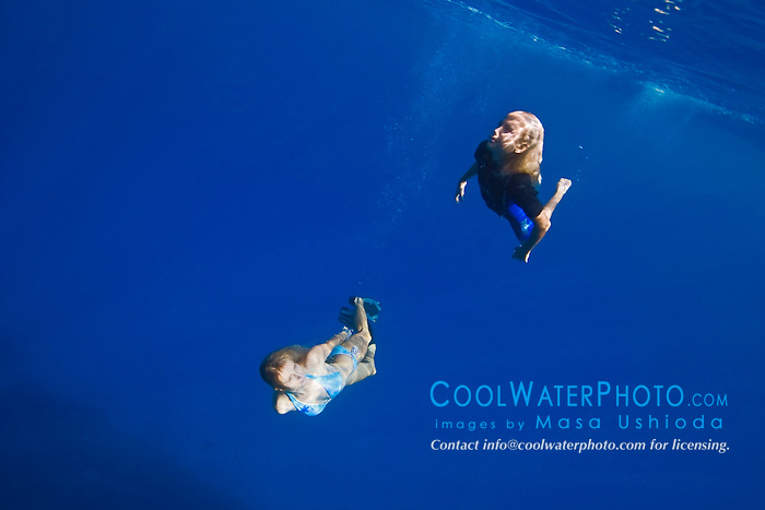 Mother and 11 years old daughter free diving, Kealakekua Bay, Big Island, Hawaii, Pacific Ocean.