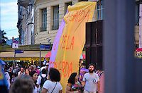 RIO DE JANEIRO, RJ, 24.03.2016 - PROTESTO-RJ - Manifestantes ligado às centrais sindicais e movimento sociais se reúnem em ato pela defesa do Estado Democrático de Direito e pela permanência da presidente Dilma Rousseff no governo, na Cinelândia, centro do Rio de Janeiro, nestaquinta-feira (24). (Foto: Humberto Ohana/Brazil Photo Press)