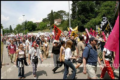 Genève, le 01.06.2003 .Manifestation anti-g8. Arrivée des manifestants alter-mondialiste à la douane franco-suisse de Valar..© Jean-Patrick Di Silvestro