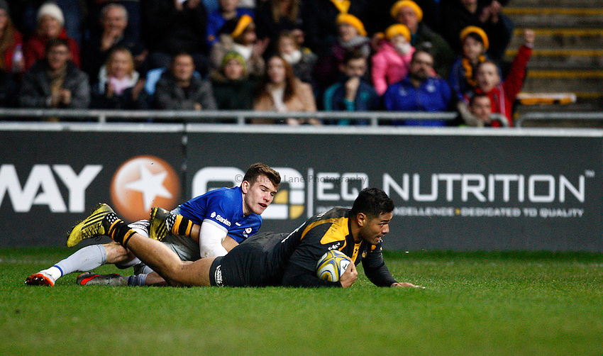 Photo: Richard Lane/Richard Lane Photography. Wasps v Saracens. Aviva Premiership. 27/12/2015. Wasps' Frank Halai goes over for a try.