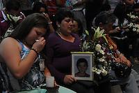 MEDELLÍN -COLOMBIA-21-06-2013. En el bunker de la Fiscalia de Medellin se entregaron 38 restos óseos de víctimas de las farc y las autodefensas en Antioquia y otros seis departamentos.  Entre las víctimas figuran 32 adultos y seis menores. La entrega se realizó a sus familiares hoy en Medellín./ In the bunker on the Prosecution of Medellin were delivered 38 skeletal remains of victims from the FARC and the AUC in Antioquia and other six departments. Among the victims were 32 adults and six children. The delivery was made to their families today in Medellin.  Photo: VizzorImage/Luis Ríos/STR