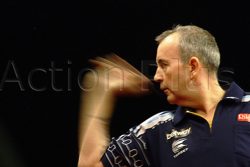 27.03.2014, Dublin Ireland,  Phil Taylor action against   Raymond van Barneveld PDC Darts Premier League from the O2 Arena, Dublin, Ireland