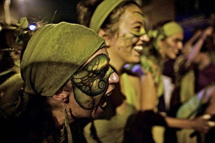 El cansancio no es suficiente para prevenir el merecido festejo y la alegri?a que continuara? durante la noche y por muchos di?as ma?s.  ..La Melaza.  Desfile de Llamadas 2009.  ..La Melaza.  The Llamadas parade 2009.