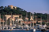 Europe/Provence-Alpes-Côte d'Azur/83/Var/Ile de Porquerolles: Le port et le fort Sainte-Agathe