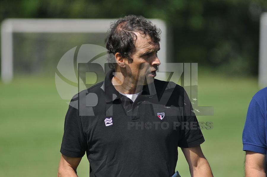 SÃO PAULO, SP, 28.04.2015 - TREINO - SÃO PAULO FC - Milton Cruz treinador interino do São Paulo durante treino da equipe no Centro de Treinamento da Barra Funda região oeste de São Paulo, nesta terça-feira, 28. (Foto: Bruno Ulivieri / Brazil Photo Press).