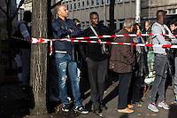FRANCE, Paris: Des habitants de Saint-Denis observent l'operation policiere dans leur quartier. Une operation policiere a eu lieu a Saint-Denis dans le cadre de l'enquete des attentats du 13 novembre. Deux suspects sont morts et 7 personnes ont ete interpellees. <br /> <br /> FRANCE, Paris: Inhabitant of Saint-Denis are observing the police operation. A police assault happened in hte area of Saint-Denis in Paris in the night of November 18. At the end of the operation, 2 suspects got killed and 7 arrested.