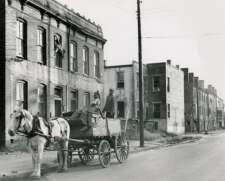 UNDATED..Assisted Housing..Tidewater Gardens (6-2 & 6-9)...Slum Conditions.Neal Clark Jr..NEG#.NRHA#..