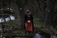 BULGARIA, Lazhnitsa, April 17, 2011. A Bulgarian muslim woman is seen in a field near the remote village of Lazhnitsa in the Rhodope Mountains. southern Bulgaria. Bulgarian Muslims, which today are nearly 8% of the country's population and the largest muslim minority community in the European Union, revived their cultural and religious traditions after the fall of communist regime in Bulgaria in 1989. .BULGARIE, Lazhnitsa, 17 Avril 2011. Une Bulgare de confession musulmane dans un champ près du petit village de Lazhnitsa dans les montagnes des Rhodopes en Bulgarie. La minorité musulmane qui représente aujourd'hui près de 8% de la population totale du pays et qui est la plus large majorité musulmane dans les pays de l'Union Européenne a ravive ses traditions culturelles et religieuse après la chute du régime communiste Bulgare en 1989.