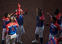 Dayron Varona de los Criollos de Caguas de Puerto Rico celebra humerun en el cierre del quinto inning , durante el partido de beisbol de la Serie del Caribe contra llos Alazanes de Gamma de Cuba  en estadio de los Charros de Jalisco en Guadalajara, México, Martes 6 feb 2018.  (Foto: AP/Luis Gutierrez)