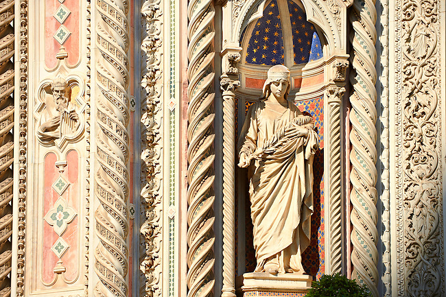 Statue of  of Saint Reparata on the facade of  the Gothic-Renaissance Duomo of Florence,  Basilica of Saint Mary of the Flower; Firenza ( Basilica di Santa Maria del Fiore ).  Built between 1293 & 1436. Italy