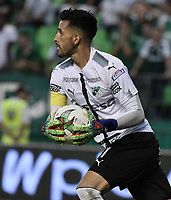 PALMIRA - COLOMBIA, 16-03-2019: Camilo Vargas arquero del Cali en acción durante el partido por la fecha 10 de la Liga Águila I 2019 entre Deportivo Cali y América de Cali jugado en el estadio Deportivo Cali de la ciudad de Palmira. / Camilo Vargas goalkeeper of Cali in action during the match for the date 10 as part of Aguila League I 2019 between Deportivo Cali and America de Cali played at Deportivo Cali stadium in Palmira city.  Photo: VizzorImage / Gabriel Aponte / Staff