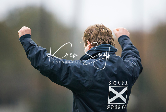 BLOEMENDAAL - Bloemendaal-Amsterdam (2-1) .   Winnende coach,  coach Laurence Docherty, na de wedstrijd. COPYRIGHT UNITED PHOTOS /  KOEN SUYK