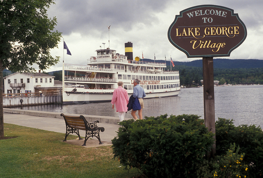 AJ2900, Lake George, waterfront, steamboat, Adirondack Park, Adirondacks, adirondack, New York, Lac du Saint Sacrement excursion boat docked on Lake George waterfront in the village of Lake George in the state of New York. Welcome to Lake George sign at the waterfront park.