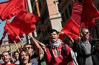 Studenti con bandiere rosse<br /> Roma 18-10-2013 Manifestazione dei sindacati di base USB e COBAS in occasione dello sciopero nazionale dei lavoratori.<br /> Strike and demonstration of the Left Trade Unions<br /> Photo Samantha Zucchi Insidefoto