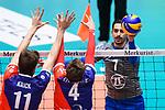 13.12.2017, Fraport Arena, Frankfurt<br />Volleyball, DVV-Pokal, Halbfinale, United Volleys RheinMain vs. VfB Friedrichshafen<br /><br />Block / Doppelblock Tobias Krick (#11 RheinMain), Patrick Steuerwald (#4 RheinMain) - Angriff Athanasios Protopsaltis (#7 Friedrichshafen)<br /><br />  Foto &copy; nordphoto / Kurth