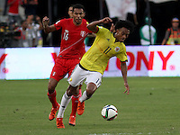 BARRANQUILLA  - COLOMBIA - 8-10-2015: Juan Cuadrado jugador de la seleccion Colombia  disputa el balon Carlos Lobaton de  la seleccion Peru durante primer partido  por por las eliminatorias al mundial de Rusia 2018 jugado en el estadio Metropolitano Roberto Melendez  / : Juan Cuadrado player of Colombia  fights for the ball with Carlos Lobaton of selection of Peru during first qualifying match for the 2018 World Cup Russia played at the Estadio Metropolitano Roberto Melendez. Photo: VizzorImage / Felipe Caicedo / Staff.