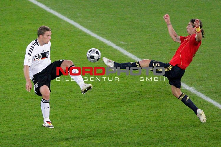 UEFA Euro 2008  Finale<br /> <br /> Vienna - Ernst Happel Match 32<br /> Deutschland ( GER ) - Spanien ( ESP )<br /> <br /> Zweikampf Lukas Podolski  ( Germany / Mittelfeldspieler / Midfielder / Bayern Muenchen #20) gegen Puyol  ( Spain / Verteidiger / Defender  /  FC Barcelona #05 )<br /> <br /> Foto &copy; nph (  nordphoto  )<br /> <br /> <br /> <br />  *** Local Caption ***