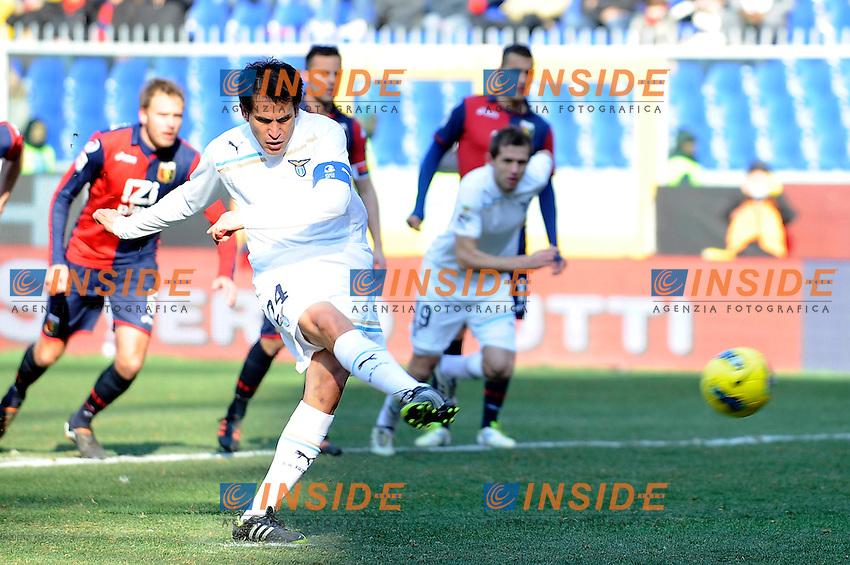 """Cristian Ledesma scores on penalty 3-1.Gol su calcio di rigore.Genova 5/2/2012 Stadio """"Marassi"""".Football Calcio 2011/2012 Serie A.Genoa Vs Lazio.Foto Insidefoto"""