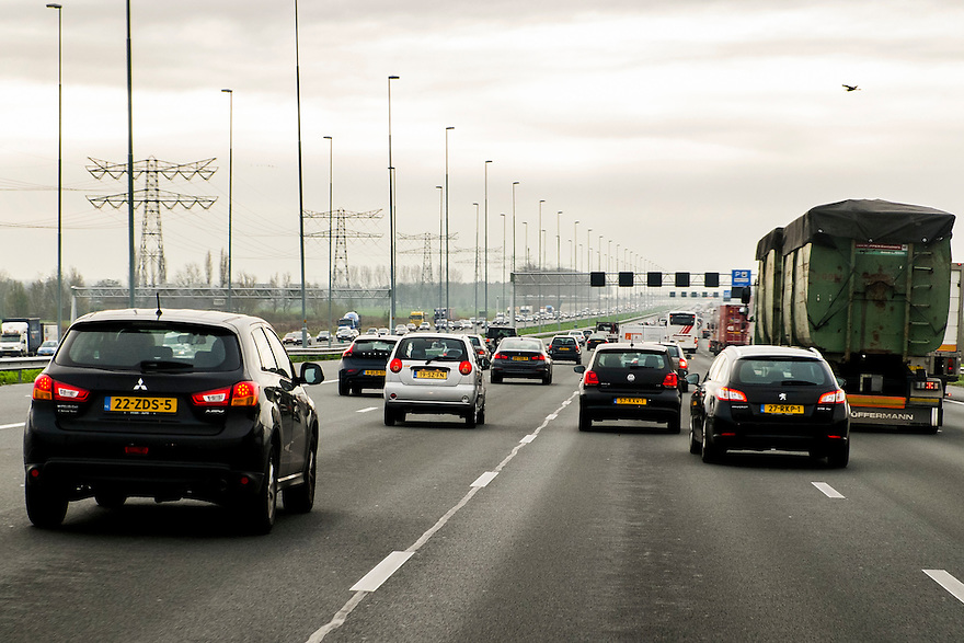 Nederland,  Amsterdam, 14 nov 2013<br /> Snelweg A2 Amsterdam richting Utrecht.  <br /> Foto: (c) Michiel Wijnbergh
