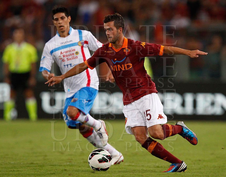 Calcio, Serie A: Roma-Catania. Roma, stadio Olimpico, 26 agosto 2012..AS Roma midfielder Miralem Pjanic, of Bosnia, in action during the Italian Serie A football match between AS Roma and Catania, at Rome, Olympic stadium, 26 August 2012. .UPDATE IMAGES PRESS/Isabella Bonotto