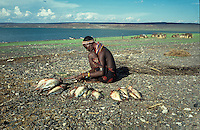 Women kleaning captured fish