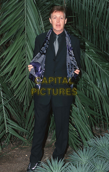 SIR PAUL McCARTNEY.Launches Linda's Eco-Fashion (designs For Scarves From Her Photography) At Kew Gardens.full length, full-length.*RAW SCAN - photo will be adjusted for publication*.www.capitalpictures.com.sales@capitalpictures.com.© Capital Pictures