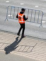 Nederland  Rotterdam  2017 04 09.  De Marathon van Rotterdam. Straten worden afgesloten met hekken.   Berlinda van Dam / Hollandse Hoogte