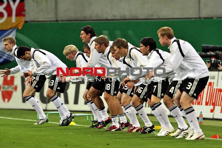 L&permil;nderspiel<br /> WM 2010 Qualifikatonsspiel Qualificationmatch Leipzig 28.03.2009 Zentralstadion Gruppe 4 Group Four <br /> <br /> Deutschland ( GER ) - Liechtenstein ( LIS )<br /> <br /> Die Mannschaft beim aufw&permil;rmen.<br /> <br /> Foto &copy; nph (  nordphoto  )<br />  *** Local Caption ***