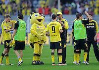 Fussball Bundesliga Saison 2011/2012 8. Spieltag Borussia Dortmund - FC Augsburg Trainer Juergen KLOPP (BVB, r) umarmt Robert LEWANDOWSKI (BVB) nach Spielende.