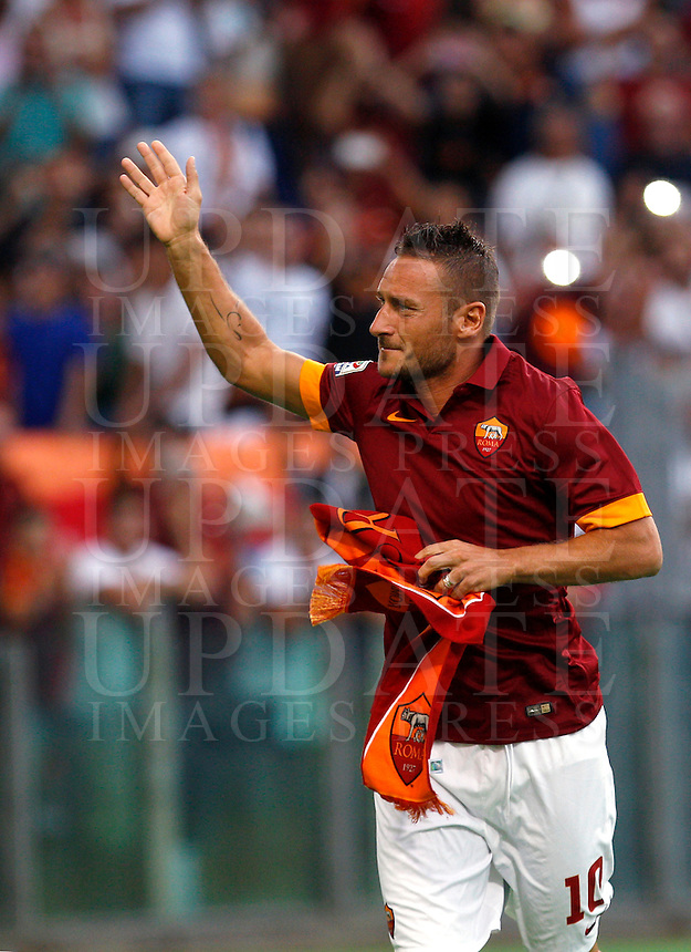 Calcio, amichevole Roma vs Fenerbahce. Roma, stadio Olimpico, 19 agosto 2014.<br /> Roma forward Francesco Totti waves to fans as he arrives for the team's presentation, prior to the friendly match between AS Roma and Fenerbahce at Rome's Olympic stadium, 19 August 2014.<br /> UPDATE IMAGES PRESS/Riccardo De Luca