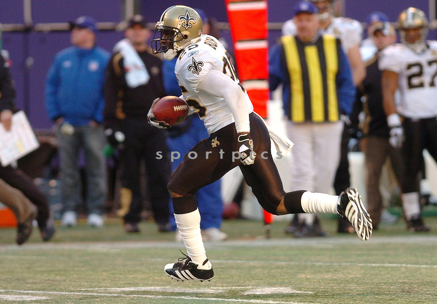 REGGIE BUSH, of the New Orleans Saints during their game against the New York Giants on December 24, 2006 in NJ...Saints win 30-7..Tomasso DeRosa / SportPics