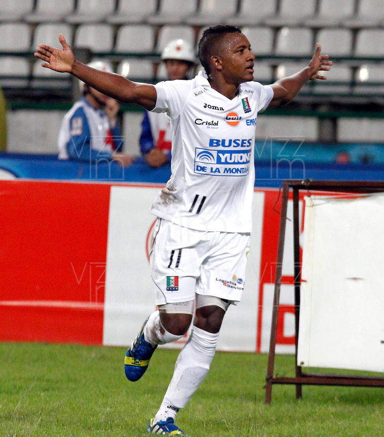 MANIZALES -COLOMBIA- 04 -12 -2013. Jose Izquierdo del Once Caldas celebra su gol contra el Deportivo Pasto.Accion de juego entre los equipos Once Caldas contra Deportivo Pasto , encuentro de los cuadrangulares finales de la Liga Postobon jugado en el estadio Palogrande  / Jose Izquierdo of  Once Caldas celebrates his goal against Deportivo Pasto.Accion game between teams Once Caldas vs Deportivo Pasto, meeting the end-runs Postobon League played in the stadium Palogrande.Photo: VizzorImage / Santiago Osorio / Stringer