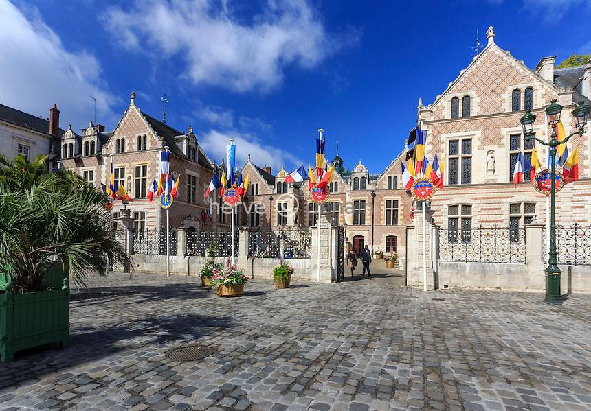 France, Loiret (45), Orléans, l'Hôtel Groslot, place de l'Étape // France, Loiret, Orleans, Groslot Hotel