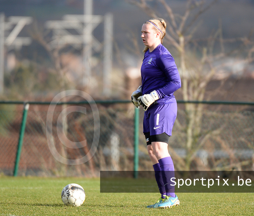 20140209 - TUBIZE , BELGIUM : Dutch Renate Verhoeven pictured during a friendly soccer match between the Under 19 ( U19) women teams of Belgium and The Netherlands , Sunday 9 February 2014 in Tubize . PHOTO DAVID CATRY