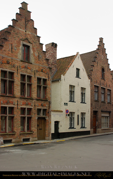 Godshuis Reylof de Blieck, Almshouse founded 1456 and modified 1631, 17th century Houses, Korte Vulderstraat, Bruges, Brugge, Belgium