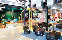 Nederland  Amsterdam  2016 . Lobby van The Student Hotel aan de Wibautstraat. Foto Berlinda van Dam / Hollandse Hoogte