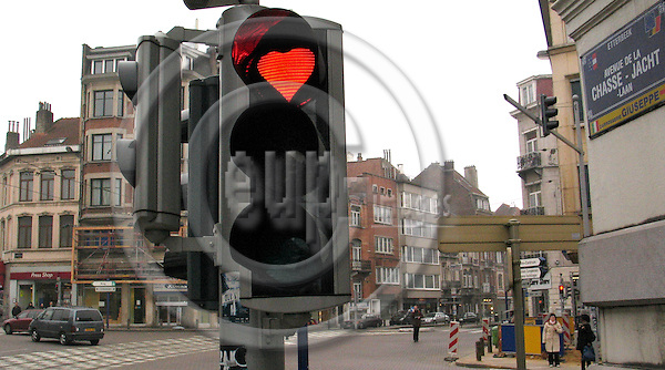 BRUSSELS - BELGIUM - 13 FEBRUARY 2008 -- Traffic light decorated with a heart . -- PHOTO: Juha ROININEN / EUP-IMAGES