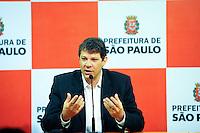 SAO PAULO, SP, 04.11.2013 -O Prefeito Fernando Haddad do (PT) concede uma coletiva para imprensa sobre o escandalo de corrupção e prisões que aconteceu na Prefeitura de São Paulo regiao central de Sao Paulo. -  Adriano Lima / Brazil Photo Press)