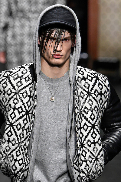 Versace<br /> <br /> Milao Masculino - Inverno 2017<br /> <br /> <br /> foto: FOTOSITE